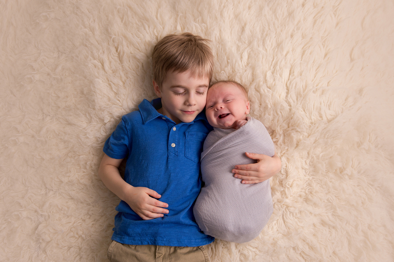 pictures of newborns, top newborn photographers, natural baby photos, newborn photography, newborn photoshoot, newborn photographer seattle, infant photography near me, newborn family portraits, newborn professional pictures